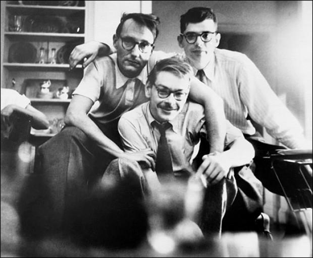 William-Burroughs-Lucien-Carr-y-Allen-Ginsberg-posando