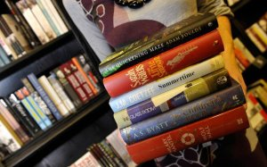 Reuters-libros-mujer1-640x400